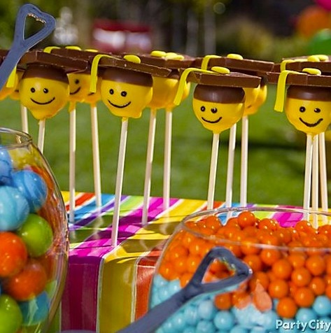 Smiley-face cake pops for your graduation party! Click for the how-to.