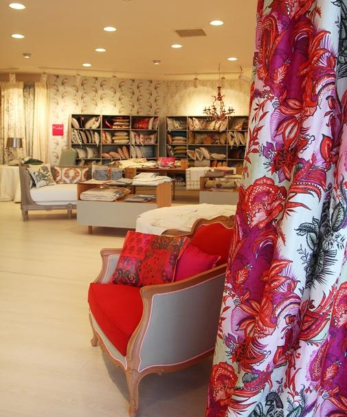 Florya'nın en güzel noktasında açtığımız yeni mağazamız 470 m2 büyüklüğünde oldukça ferah, aydınlık ve ışıltılı bir mekan.