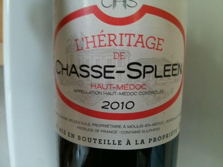 Second vin, ce Chasse Spleen ne déçoit pas et a toutes les qualités qu'on peut attendre d'un bon Medoc. Environ 12€ sur c-discount. Parfait avec les spaghetti bolognaise maison.