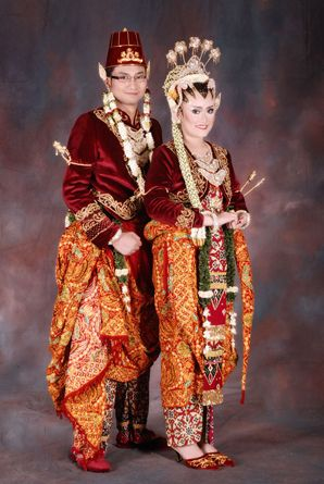 Sanggar Nanin Fadlan adalah tata rias pengantin dan berbagai busana pengantin tradisional dan modern. Kami juga melayani jahit kebaya.  Contact Us By E-mail : sanggarnaninfadlan@yahoo.co.id Office : 021-7291532 | 0813 1141 7711 Pin BBm : 271D3B8D  Facebook : https://www.facebook.com/sanggarnanin Website : http://www.sanggarnaninfadlan.com/