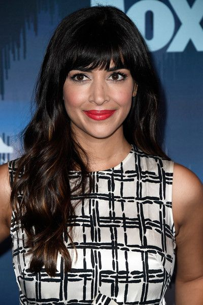 Hannah Simone Long Wavy Cut with Bangs - Hannah Simone looked oh-so-pretty with her long wavy hairstyle at the 2017 Winter TCA Tour Fox All-Star Party.