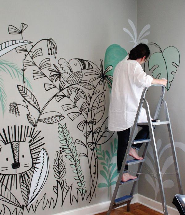 Mama! Fröhliche Wände, die von Hand bemalt wurden, um die Wand von Baby- oder Kinderzimmern zu schmücken.