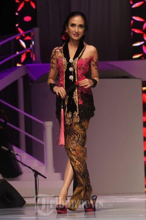 Soo Gorgeous! Kebaya from Fashion Show Anne Avantie 25 Tahun Berkarya, Foto 20 - Tribun Images