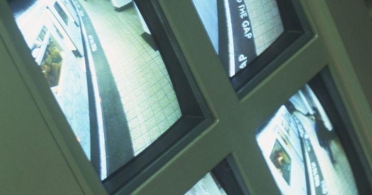 Procedimiento de conexión para grabar desde una cámara de seguridad. En su forma más simple, el material grabado desde una cámara de seguridad crea un registro de la actividad, maliciosa o no, para futura referencia. Hay varios dispositivos de grabación que facilitan la grabación de videos de seguridad, incluyendo videograbadoras, reproductores de medios portátiles, grabadoras de DVD y computadoras. El ...