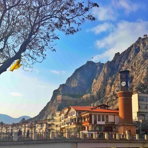 Amasya #Turkey #Amasya #Yeşilırmak #history #historical #place #ırmak #şehzadeler #şehri #river #mavi #gökyüzü #light #road #colorful #landscape #nature #tree #green #people #saat #kulesi #tower #perfect #mountain #flag #Turkish #tb #red #architecture