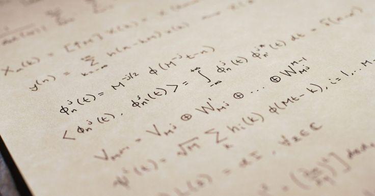 """Cómo resolver desigualdades lineales. Las desigualdades son idénticas a las ecuaciones lineales excepto por el símbolo de la desigualdad en lugar del igual. Estos símbolos denotan la relación entre los miembros. Los símbolos de desigualdades son > (""""mayor a""""), < (""""menor a""""), ≥ (""""mayor o igual que"""") y ≤ (""""menor o igual que""""). Por ejemplo, 3x > 5 indica que """"tres veces x es mayor a ..."""