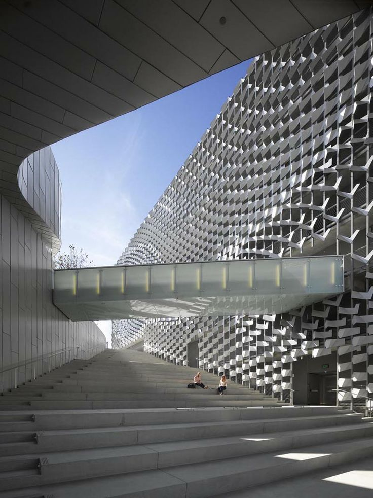Emerson College by Morphosis Architects (C) Roland Halbe. New entry for the WAN Facade Award 2014