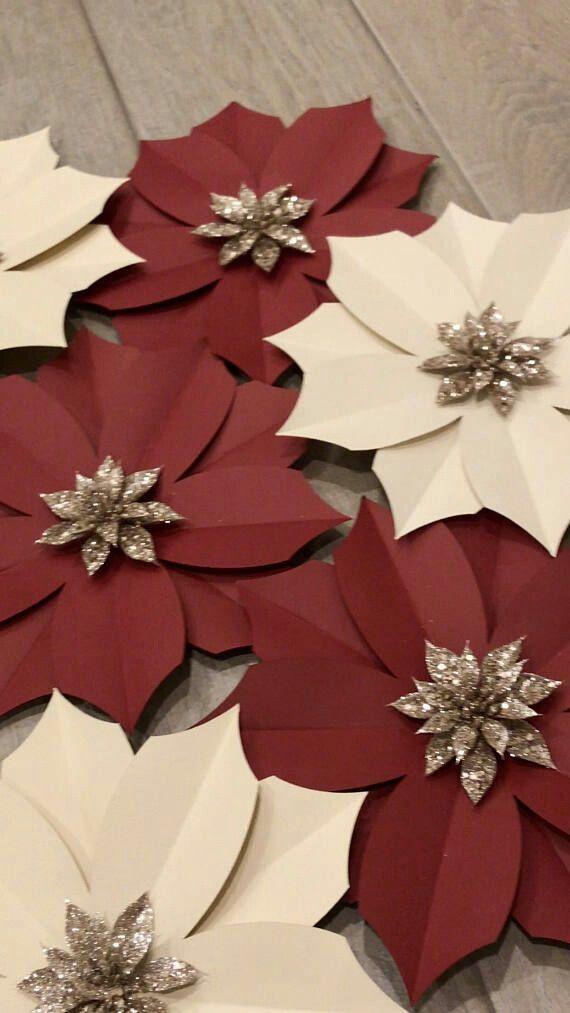 Aprende como hacer estas bonitas nochebuenas de papel y úsalas para decorar regalos o tu árbol navideño. Son super económicas de hacer!!! ...