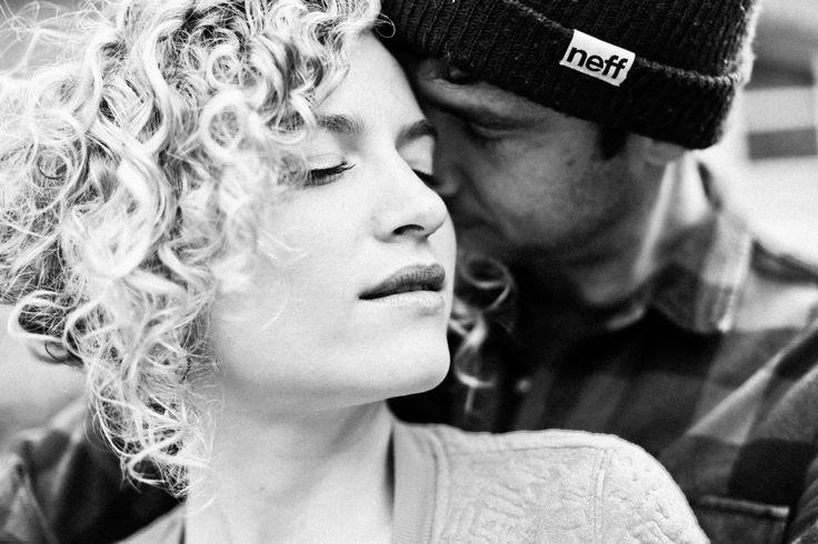 Amandine Ropars Photographe - Séance couple dans les bois #workshop #portrait #couple #photographe #engagement #hipster #fôrèt #bois #séancecouple #photographer #lovesession