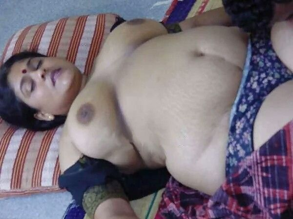 Indian big bally nude aunty