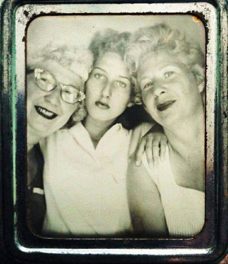 https://flic.kr/p/TyRZo4 | Gram,Mimi,Ma Geneva photo booth | Photo Booth of 3 generations of beautiful ladies, about 1956, Geneva on the Lake, OH