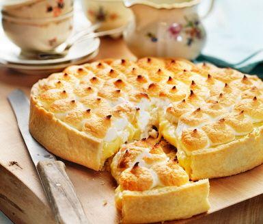 Lemon meringue-pie är en god efterrätt för den sötsugne. Amerikansk citronpaj, som det också heter, har en vanlig pajdeg i botten och en fyllning med socker, smör, citron och ägg och toppas med en god maräng. Sött, gott och oemotståndligt.