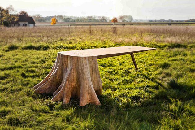 家具のデザインは多様化しており、テーブルと一口に言っても様々なデザインアイデアのプロダクトが世の中には多くリリースされていますが、今回紹介するのは一風変わった、切り株と一体化したテーブル「the racine carré table」です。
