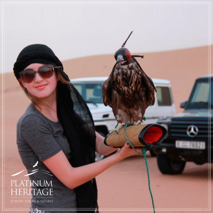 Laura Marano isn¹t only an American singer, but also an actress who stars in the Disney Channel series Austin & Ally and yesterday she was making friends with our Falcons during her Platinum Heritage desert safari tour!