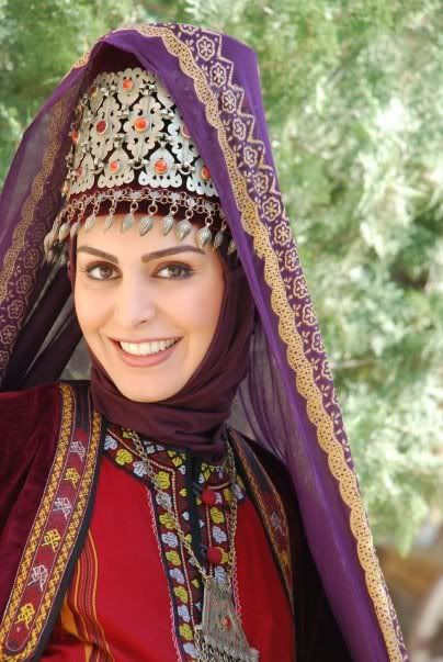 This is Mahchehreh Khalili in traditional clothes for some Iranian TV series | There are a few other pictures that might be of interest in this same post