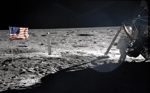 Apollo 11: oggi il 46° anniversario della prima passeggiata sulla Luna su Twitter   Notiziein.it