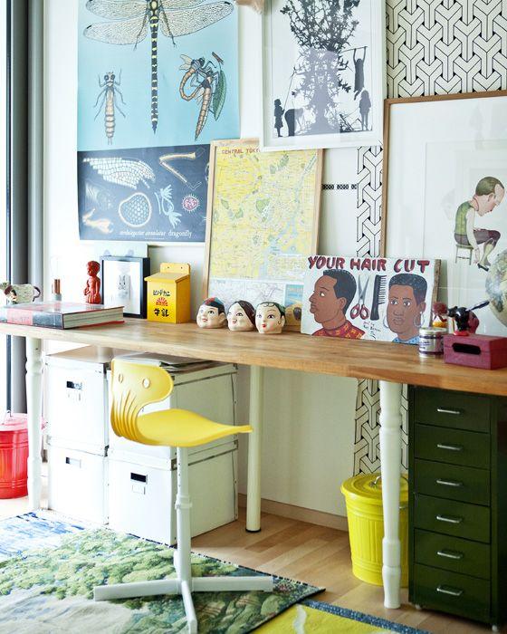 Uma simples calha com fotografias facilita a renovação da sua galeria de arte caseira