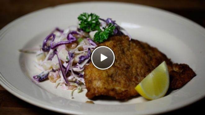 Kalkoenschnitzel met koolsalade - recept | 24Kitchen