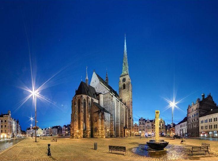 The main square in Plzeň at night (West Bohemia), Czechia #pilsen #night #city…