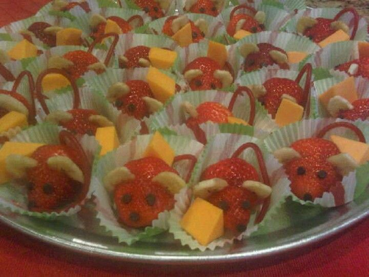 Strawberry mice, healthy school snack for birthdays.