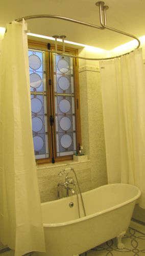 les 25 meilleures id es de la cat gorie barres de rideaux de douche sur pinterest crochets de. Black Bedroom Furniture Sets. Home Design Ideas