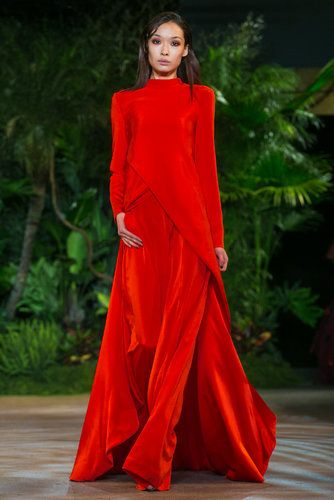 A look from the fall 2015 Christian Siriano show during New York Fashion Week. (Photo: Nowfashion)