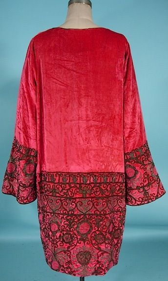 c. 1925/1926 HOUSE OF BABANI, 98 bd Haussmann, Paris Rose Silk Velvet Dress with Braided Metallic Embroidery and Gold Lame Lined Bell Sleeves