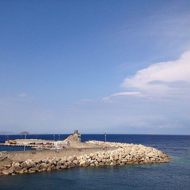 #ShareIG Porto di Rio Marina #riomarina #elba #elba200 #elbaisland #essenzadiunisola #instaelba #instatour #isoladelba #igerstoscana #infinitoamore #instatouritalia #landscapes #landscape #mynapoleon #napoleon #napoleone #napoleone200 #napoleon200 #sea #mare #toscana #tuscany #tuscanygram #visitelba #visitriomarina