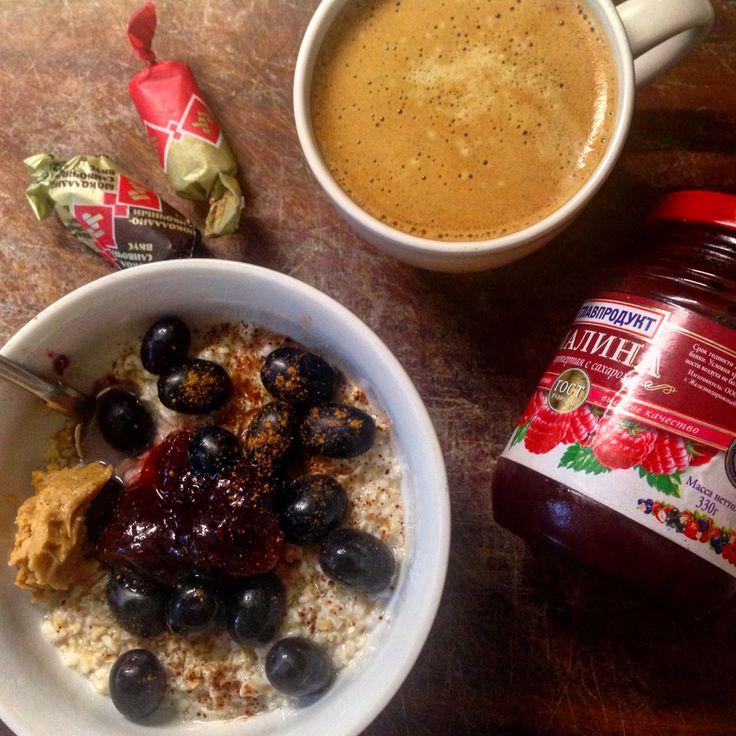 #доброеутро #котики моиС пятницей вас! Ну что, #сегодня у меня калорийный #завтрак, но я планирую уменьшить порции на #обед и #ужин И так, овсяные #отруби, залитые молоком с ягодами винограда, ложкой малинового джема и арахисовой пастой. Мммм, получилась #вкусняшка  Ну и #кофе #утродоброе #ппзавтрак #ппперекус #ппдиета #ппменю #ппблог #ппшка #пп #Красота #красиво #вкусно #еда #ешьихудей #незаинстаграмил #здороваяпища #здоровыйобразжизни #худеемв