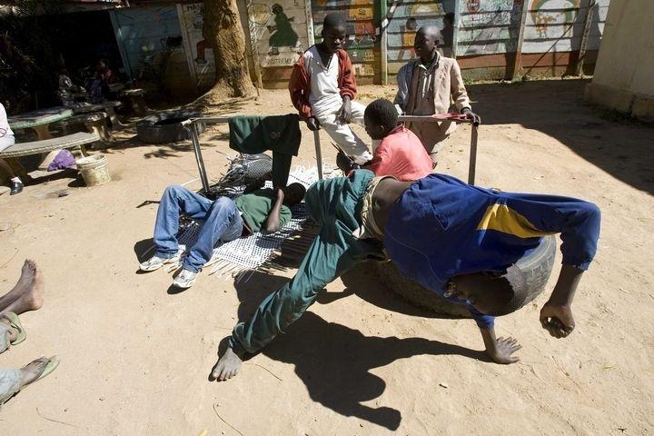 ZIMBABWIAN CHILDREN ON STREET
