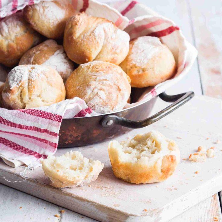 Pataleipä onnistuu myös sämpylöinä! Tosi rapsakat sämpylät paistuvat kypsiksi muffinivuoat kolosissa.