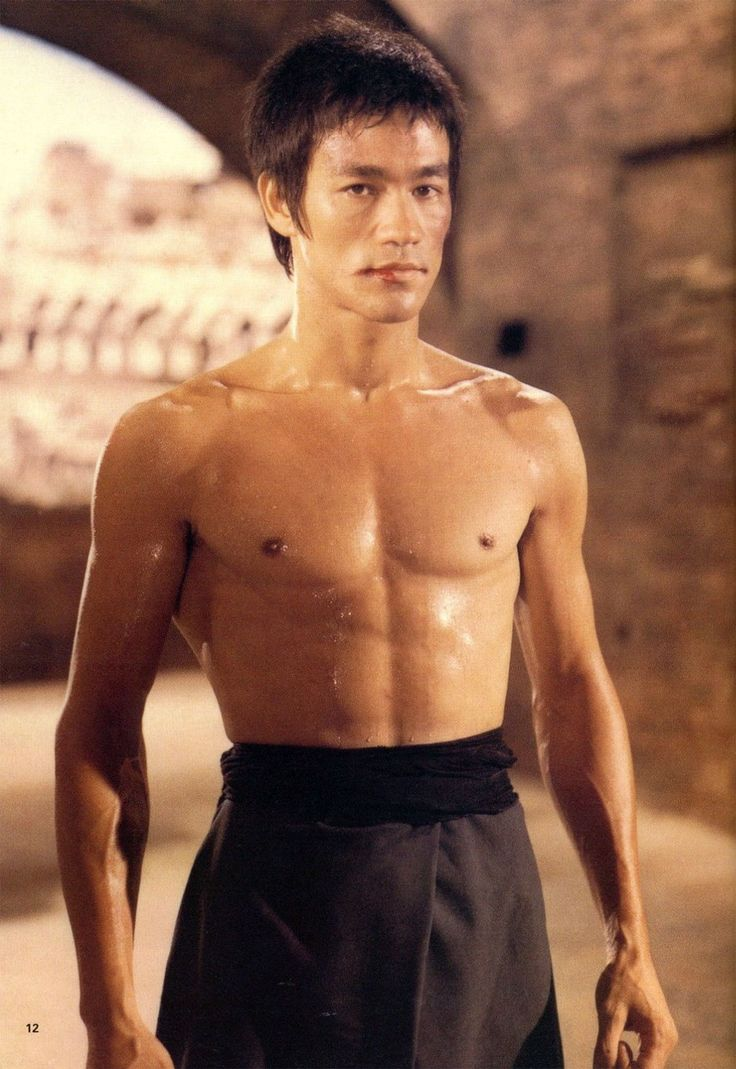 Bruce-Lee-in-The-Way-of-the-Dragon.jpg (940×1366)