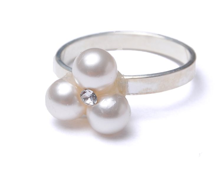 Inel cu baza din argint 925 și serviciu de lipire de tipul 3x perle Swarovski #bijuterii #swarovski #swarovskicrystals #argint #simoshop #inel #serviciu