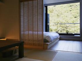 畳とフローリングが逆ですが、雰囲気はマル。寝室+小上がりバージョン。