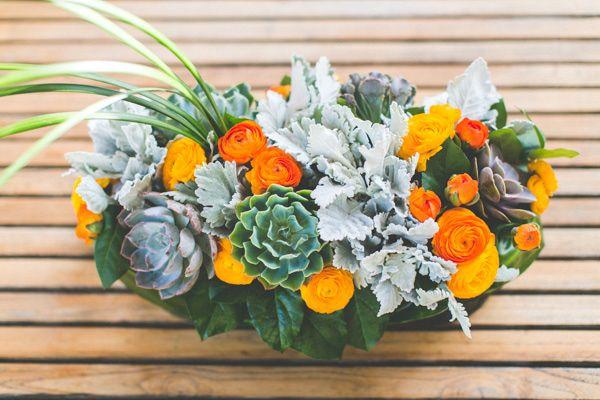 Sukkulenten, Dusty Miller und Orange Ranuculus   – orange weddings