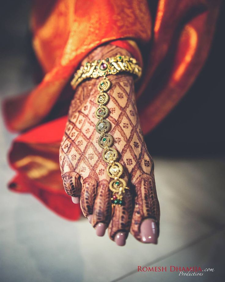 "4,242 Likes, 11 Comments - Indian Wedding (@indian__wedding) on Instagram: ""Patterns, motifs and ornaments ❤ how beautiful is Sonia's gold payal !! A bride in making…"""