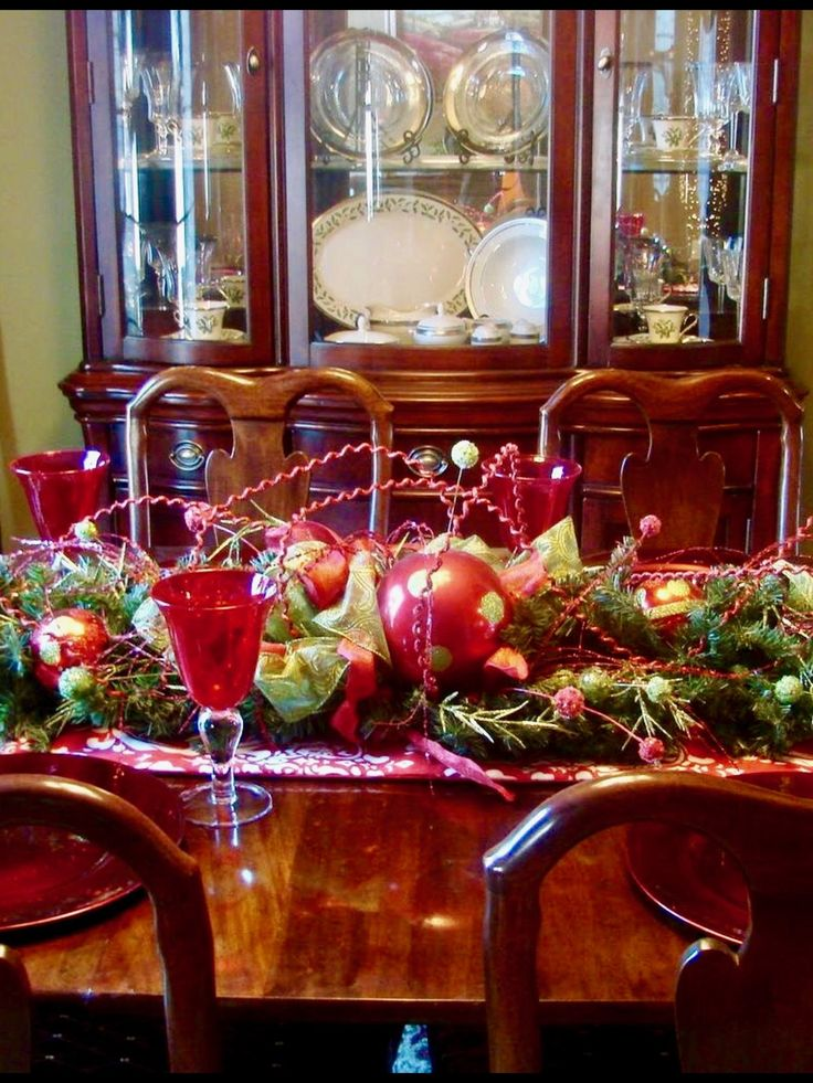 1025 best Christmas Table Decorations images on Pinterest ...