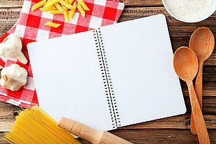 Un cahier personnalisé pour noter ses recettes, c'est original et pratique. Choisissez la couverture, le titre, le nombre et le nom des chapitres, écrivez une...