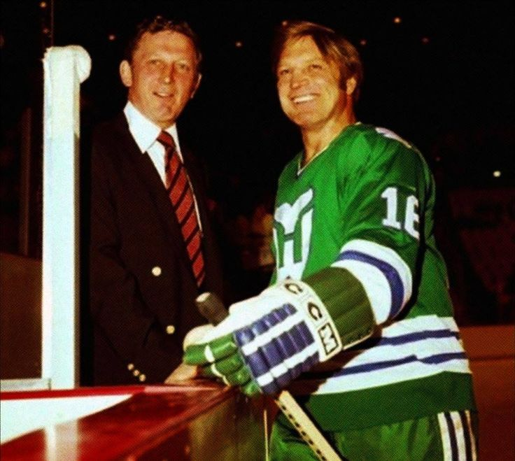 Reunited ... and it feels so goooood.  Winnipeg Jets alums Bobby Kromm and Bobby Hull say hello in 1980 prior to a Whalers-Red Wings game.