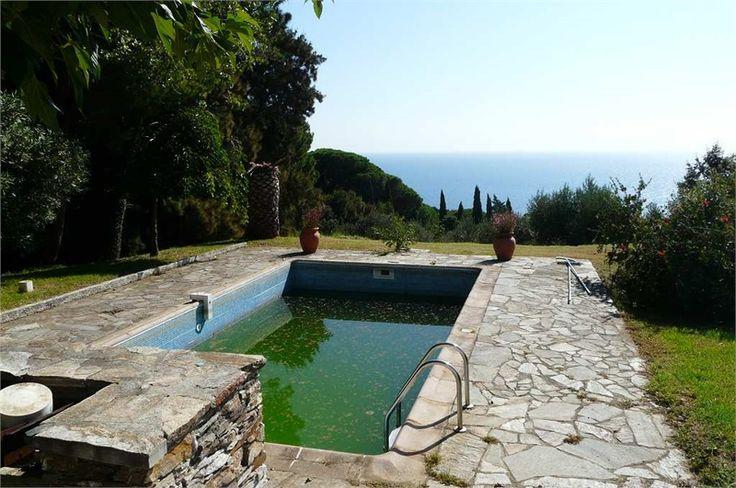 A vendre chez Capifrance à Brando jolie maison de 204 m² avec une vue  sur imprenable.     terrain de 3750 m², 7 pièces dont 5 chambres.    Plus d'infos > Marie-Hélène Taddei Coracin, conseillère immobilière Capifrance.