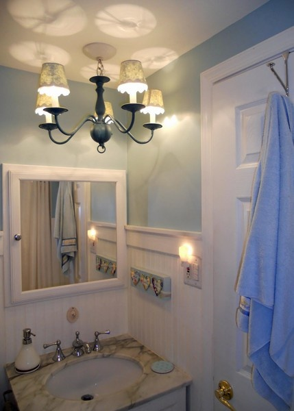Bathroom color and lighting: Bathroom Redecor, Wall Colors, Bathroom Bathroom, Bathroom Colors, Guest Bathroom, Lights Fixtures, Bathroom Wall, Bathroom Ideas, Bathroom Lights