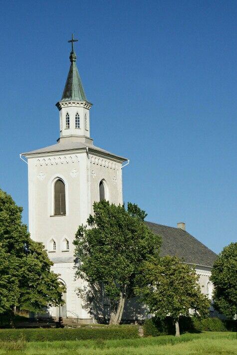 Otterstad kyrka  Närmaste kyrka till läckö slott