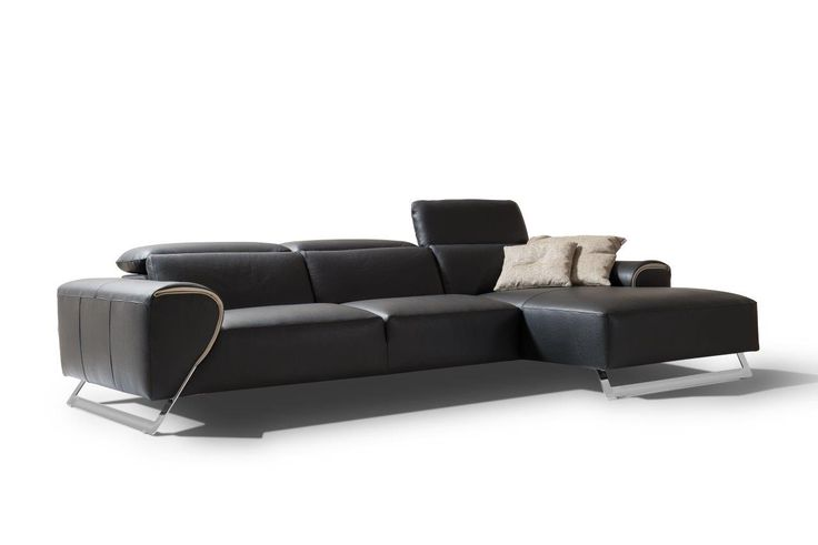 The Tribeca is a high end Italian leather sofa. Its elegant legs and beautiful leather brings to its surrounding an extra sense of luxury and style.