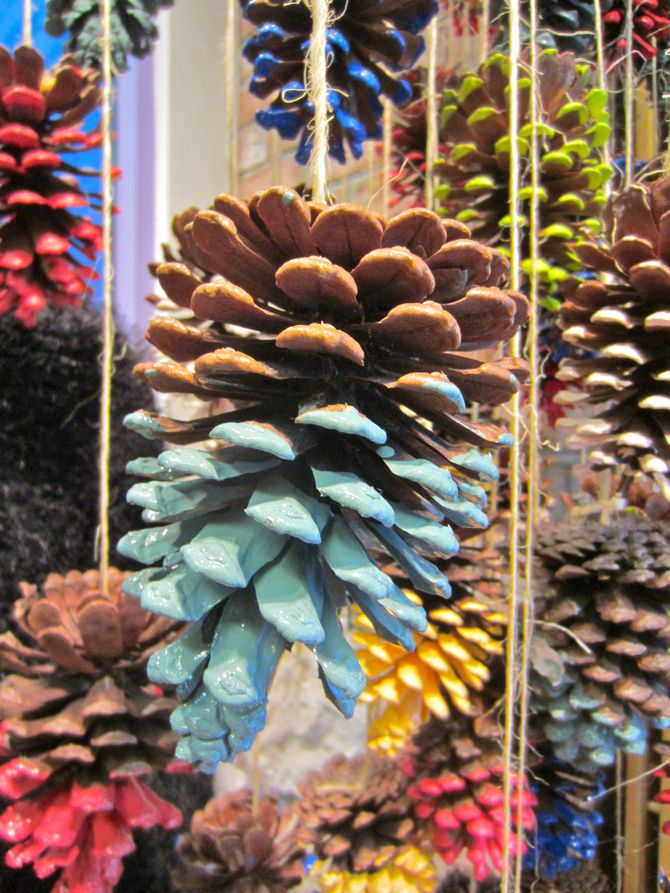 Scissors and Spice: Scissors Craft: Pinecone Decoration Ideas for Christmas