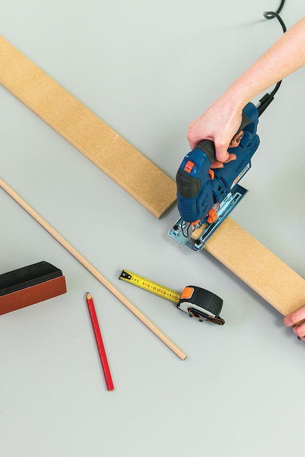DIY : fabriquer un pêle-mêle   Diy, Parement mural, Rangement mural