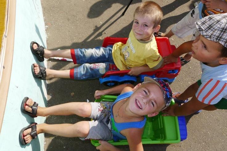 "http://www.nakedheart.org  Naked Heart Foundation, Natalia Vodianova, children playing in Krymsk, Russia  Наталья Водянова, Благотворительный фонд ""Обнаженные сердца""  children, kids, happy, play, philanthropy, charity"