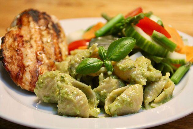 Til 2 personer Det skal du bruge: 150 g pasta 1 avokado 4 spsk olivenolie 25 g parmesan En god Continue Reading