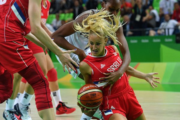 Serbia's point guard Milica Dabovic (C) is blocked by France's centre Sandrine Gruda (back) during a Women's Bronze medal basketball match between France and Serbia at the Carioca Arena 1 in Rio de Janeiro on August 20, 2016 during the Rio 2016 Olympic Games.  / AFP / Andrej ISAKOVIC