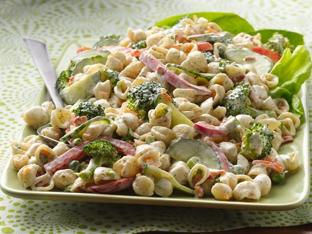Garden Ranch Pasta Salad~ 1 box Betty Crocker® Suddenly Salad® ranch & bacon pasta salad mix 1/2 cup Hidden Valley® The Original Ranch® dressing 1/2 teaspoon dried dill weed 1 1/2 cups small broccoli florets 1/2 cup thinly sliced red bell pepper, cut into bite-size strips 1/2 cup cucumber slices, halved 4 medium green onions, sliced (1/4 cup)