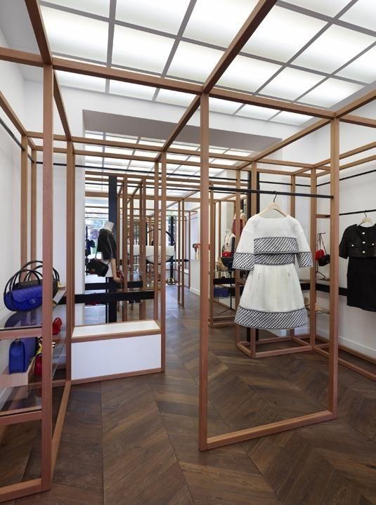 Structure bois  Chanel ouvre à nouveau son pop-up store à Saint-Tropez | meltyFashion